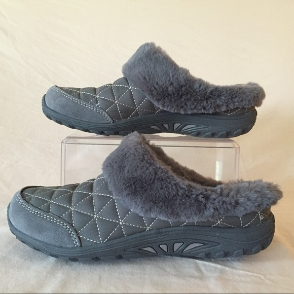 e3cf6d53c0f6 NWT Skechers Relaxed Fit Women s Clogs Size 8